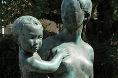 'Maternité debout' - Ursula Malbin (Malbine) (level42_ch) Tags: bronze bronce sculpture skulptur statue art kunst troinex
