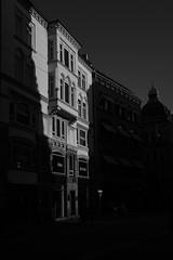 2019 Octobre - Copenhague.002 (hubert_lan562) Tags: copenhague danemark lighr noir blanc monochrome lumière contraste ville citée ru batiment architecture