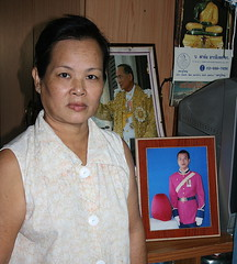 proud mother (the foreign photographer - ฝรั่งถ่) Tags: proud mother framed photograph soldier son her house khlong thanon portraits bangkhen bangkok thailand canon