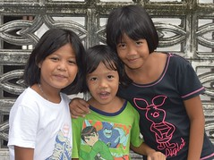 sisters and friend (the foreign photographer - ฝรั่งถ่) Tags: two sisters children khlong thanon portraits bangkhen bangkok thailand nikon d3200