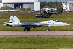 """Su-57 (T-50-3) participating in the test program for the project S-70 """"Hunter-B"""" UAV (Pavel """"Myth"""" YB) Tags: maks maks2019 aviation airshow aircraft airforcerf russianaviation russianairforce russia russianfederation russianmilitaryaircraft russiancombataircraft militaryaircraft combataircraft canoneos1dx canon canonef200400mmf4lisusmextender14x sukhoi t50 hunterb hunter su57"""