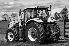 Farm tractor (*Millie*) Tags: blackandwhite tractor farm transportation country pennsylvania tires patchesfamilycreamery farming crop sky agriculture rural flickrlounge weeklytheme milliecruz canoneosrebelt6i ef70300mmf456isiiusm