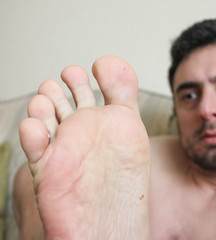 31 (kinkhumiliation) Tags: barefeet soles toes malefeet nude naked cheesy feet male solo smelly toejam