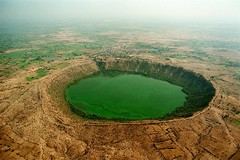 Vẻ đẹp của Hồ Lonar Crater ở Ấn Độ (quynhchi19102016) Tags: ve may bay gia re di an do