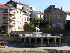 Mont de Marsan sculptures 11, les Mythes. (Marie-Hélène Cingal) Tags: france montdemarsan landes 40 aquitaine nouvelleaquitaine sudouest