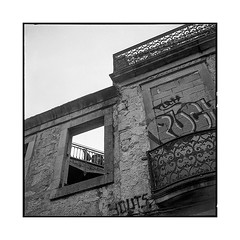 through the hole • porto, portugal • 2019 (lem's) Tags: hole trou tags urbex ruin ruine pedestrians window fenetre porto portugal rolleiflex t graffitis