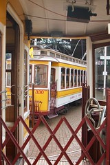 Waiting to get out, Lisboa (ernstkers) Tags: 330 bonde carris ccfl ccfl330 lightrail lisboa lisbon lissabon portugal streetcar tram tramvia tranvia trolley eléctrico strasenbahn spårvagn