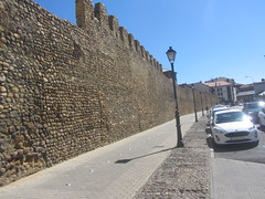 Looking along the medieval walls, or  cerca, Leon. (d.kevan) Tags: citywalls avenidadeindependencia walls battlements streelamps cars street pavement xiithcentury buildings tower leon immaculateconception monastery