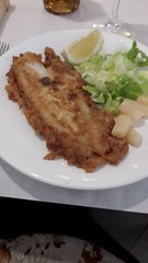 Fish and a little salad,    Restaurante  La  Catedral, Calle  Mariano  Dominguez Berrueta, Leon (d.kevan) Tags: lunch plate leon tablecloth restaurant lacatedral fish lettuce asparagus lemon fork