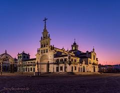 Amanece en la Ermita del Rocio (tonygimenez) Tags: ermita aldea rocio pasión fervor devoción huelva almonte españa amanecer amnece iglesia doñana parque