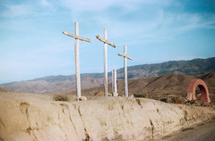 Summer in Andalucia, August 2018.  More on : https://www.instagram.com/philippe.fist ☀️ (Philippe Fist) Tags: andalucia desert tabernas summer cross spain filmphotography 35mm analog landscape minolta