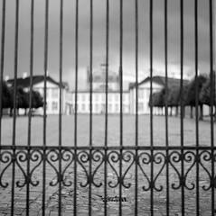 Porten som filter, Fredensborg Slot (LarsHolte) Tags: zenza bronica s2a slr 100mm f28 zenzanon 6x6 square squareformat 120 film 120film rodinal aph09 analog analogue rollei 80s 80iso mediumformat blackandwhite classicblackwhite bw ishootfilm monochrome filmforever filmphotography larsholte homeprocessing gossen profisix sbc danmark denmark fredensborg slot palace gate