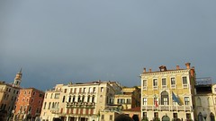 Venise gondolait sous ma chemise (Robert Saucier) Tags: venise venezia buildings architecture ciel sky img9833