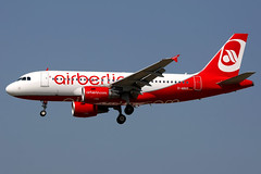 airberlin | Airbus A319 | D-ABGS | Frankfurt Main (Dennis HKG) Tags: airberlin ber ab aircraft airplane airport plane planespotting canon 1d 100400 frankfurt main eddf fra germany airbus a319 airbusa319 dabgs