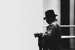 Lunette noir (MEOT Youri) Tags: street rue city hnter photo light contrast bnw nb noiretblanc blackandwhite heavy sigma 135mm f18 art canon canon5d classic 5d silouhette