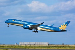 (CDG) Vietnam Airlines Airbus A350-900 VN-A896 Takeoff runway 27L (dadie92) Tags: cdg roissy lfpg airbus a350900 vna896 vietnam vietnamairlines takeoff runway27l spotting aircraft airplane nikon d7100 sigma tamron 150500 danieldanel