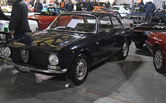 Alfa Romeo 1300 GT Junior // Roma-K13723 (baffalie) Tags: auto voiture ancienne vintage classic old car coche retro expo italia sport automobile racing motor show collection club course race circuit italie milan fiera moto bike motorbike motocycle