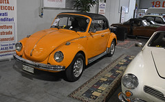 Volkswagen Coccinelle cabriolet // VC-451119 (baffalie) Tags: auto voiture ancienne vintage classic old car coche retro expo italia sport automobile racing motor show collection club course race circuit italie milan fiera moto bike motorbike motocycle vw beetle cox