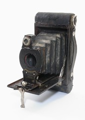 Canadian Kodak Co, NO.2 Folding Autographic Brownie (Canada, c. 1918) (Cletus Awreetus) Tags: appareilphotographique no2foldingautographicbrownie kodak camera vintage folding soufflet