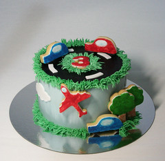 Cars Cake (Passione: Cupcakes!) Tags: cake cakedecoration cakedesign car cars carcake carscake decoratedbiscuits decoratedcookies carcookie carbiscuit tartacoches tortamacchine