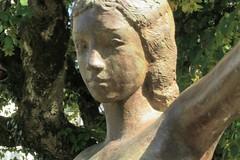 'Fille de cirque' - Ursula Malbin (Malbine) (level42_ch) Tags: bronze bronce art kunstwerk kunst sculpture skulptur statue geneva genf genève troinex
