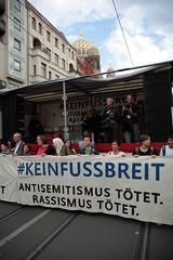 #KeinFussbreit Antisemitismus tötet! Rassismus tötet! Berlin, 13 (bsdphoto) Tags: demonstration protest demo berlin politik keinfussbreit antisemitismustötet rassismustötet rassismus antirassismus antisemitismus rechterterror rechtsterror unteilbar abschlusskundgebung oranienburgerstrase neuesynagoge synagoge jüdisch antifaschismus deutschland