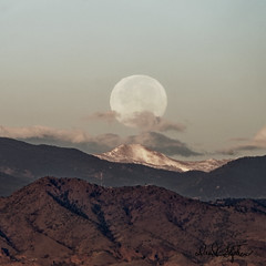 Hunters' Moon Sets Over Rocky Mountains (dcstep) Tags: fe100400mmf4556gmoss sonya9 colorado cherrycreekstatepark handheld allrightsreserved copyright2019davidcstephens dxophotolab moon mountains fullmoon huntersmoon moonset dsc9573dxo