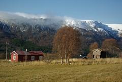 snø på fjellet (KvikneFoto) Tags: snø snow høst autumn fall landskap forlatt abandoned stabbur nikon1j2