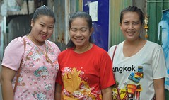 happy ladies (the foreign photographer - ฝรั่งถ่) Tags: three happy large ladies khlong lard phrao portraits bangkhen bangkok thailand nikon d3200