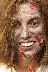 Paris zombie walk 2019 (5) (Edgard.V) Tags: paris parigi zombie portrait retrato portraiture ritratto vis parafuso cuir leather couro cuioio olhar yeux regard occhi look glance dead living morto sexy female femme woman donna mulher face vulto faccia visage sang sangue blood scary