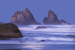 Moonshine on Bandon Beach (jbarc in BC) Tags: beach bandonbeach oregon usa surf moonshine moonlight ocean rocks tide moon sand nikonz7 longexposure telephoto tripod