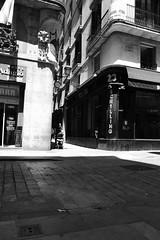At Schilling's Barcelona (Bury Gardener) Tags: catalonia spain europe 2019 streetphotography street streetcandids snaps strangers candid candids people peoplewatching folks fujixt3 fuji fujifilm bw blackandwhite monochrome mono