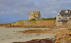 Le Dossen (hervétherry) Tags: france bretagne finistère santec canon eos 7d efs 18200 brittany breizh pennarbed dossen ile île sieck siec plage beach maison pierre