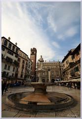 Italy - Verona - Piazza delle Erbe (ottilia dozsa) Tags: italy olaszorszag verona square ter fountain szokokut medieval kozepkori unesco ycabh xvtpljpvv
