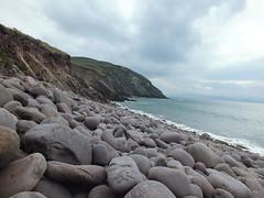 Chil Mhuire Bay (Vicki.94) Tags: ireland irland dingleway peninsula wandern hiking nature natur kerry steine stones strand beach minard castle kilmurry stony
