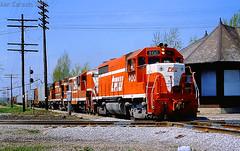 TP&W, Chenoa, 1981 (kencarlsonrailfan) Tags: toledopeoriawestern tpw emd gp35 chenoa il illinois diamond junction depot station lshaped 900 alcotrucks train railroad railway railfan