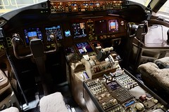United Airlines 1996 Boeing 777-200 N776UA flightdeck. San Francisco Airport 2019. (17crossfeed) Tags: n776ua 777200 777 flying claytoneddy sfo flight cockpit flightdeck pilot aircraft aviation airplane plane 17crossfeed claytoneddy90 boeing unitedairlines