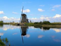 DSCN0880 (alainazer) Tags: kinderdijk nederland paysbas holland hollande eau acqua water windmill moulin mulino mühlen moinhos ciel cielo sky