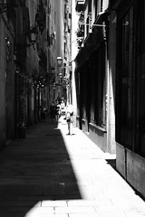 Alleyways of Barcelona (Bury Gardener) Tags: catalonia spain europe 2019 streetphotography street streetcandids snaps strangers candid candids people peoplewatching folks fujixt3 fuji fujifilm bw blackandwhite monochrome mono