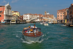 Venice / Grand Canal / Boat ride (Pantchoa) Tags: venise italie vénétie grandcanal eau bateau église santamariadinazareth pont pontedegliscalzi sangeremia ferrovia vaporetto cielbleu santacroce personne gens