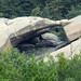 Arco natural en granito - Diaclasa abierta de lajamiento o foliación con desalojo de bloques – Puente de los Poyos, La Pedriza (Manzanares el Real, Madrid, España) - 08
