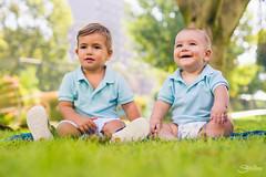 Eric y Elijah (Silvia Illescas Ibáñez) Tags: niño niños kid kids baby parque verde green happy smile sonrisa alegria fotografia photography 50mm 14 retrato portrait