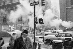 5th Avenue, NYC 1994 (espaciosparaelarte) Tags: fotografía fotografia foto fotoperiodismo fotográfica exposición exposiciones espacio expo espaciosparaelarte exposicion nuevayork nyc joséantoniocarrera salacanalisabelii canal