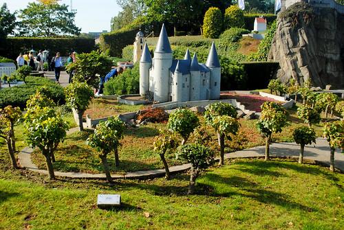 Mini-Europe - Vêves Castle and hillside