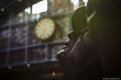 On Time (zolaczakl) Tags: london stpancrasstation april 2017 nikond7100 sculpture johnbetjeman clock station martinjennings statues photographybyjeremyfennell nikonafsnikkor24120mmf4gedvrlens jeremyfennellphotography england uk