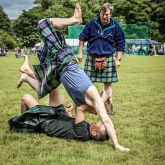 Backhold Wrestling (FotoFling Scotland) Tags: argyll event lochlomond scotland wrestling highlandgames kilt luss lussgathering lusshighlandgames unitedkingdom