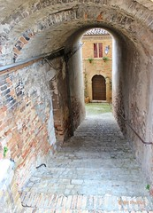 Sarnano, Marche, Italy (JH Photos!) Tags: jhphotos canon canon600d italy italia marche sarnano perspectief perspective perspectieve light shadow arch streetview street nopeople photograpy urban ancient history