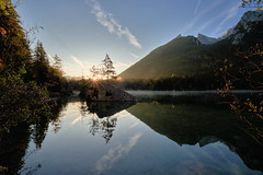Lake Hintersee Sunrise - Bavaria (W_von_S) Tags: bavaria bayern hintersee lakehintersee lake see berchtesgadenerland ramsau sunrise sonnenaufgang spiegelung reflections reflexionen reflection wasser water trees bäume berge mountains alpen alps sony ilce7rm4 sun sonne natur nature outdoor sonnenstern sunburst germany deutschland autumn fall herbst october oktober 2019