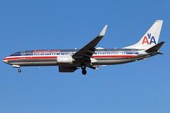 N921NN American 737-823W at KCLE....OCT 2019 (GeorgeM757) Tags: n921nn american 737823w retro airlines georgem757 boeing americanairlinesheritagelivery landing canon70d