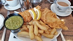 Plaice, Chips & Mushy Peas. The Magpie. Whitby. (ManOfYorkshire) Tags: themagpie restaurant fish chips mushy peas plaice meal lunch luncheon midday tea breadnbutter tasty fried lemon accompaniments garnish whitby yorkshire northyorkshire seaside resort town